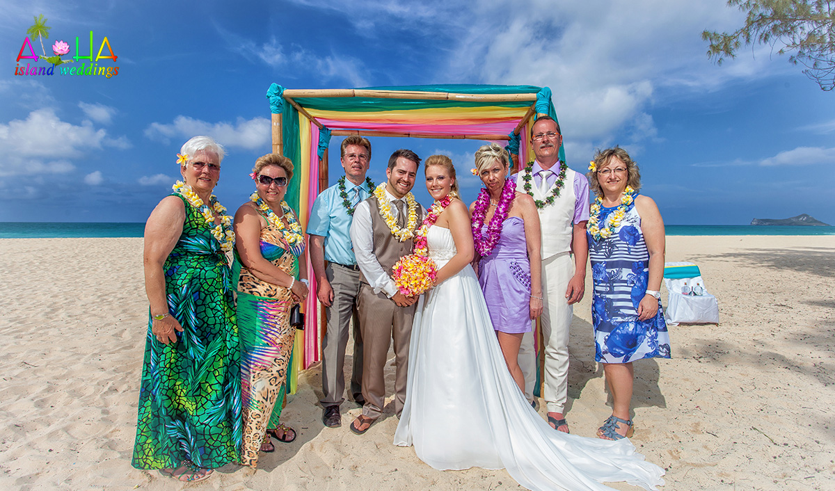 family photo of a wedding couple from Germany that comes to Hawaii for a beach wedding