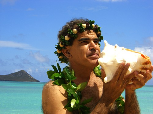 kahu Roland with conch