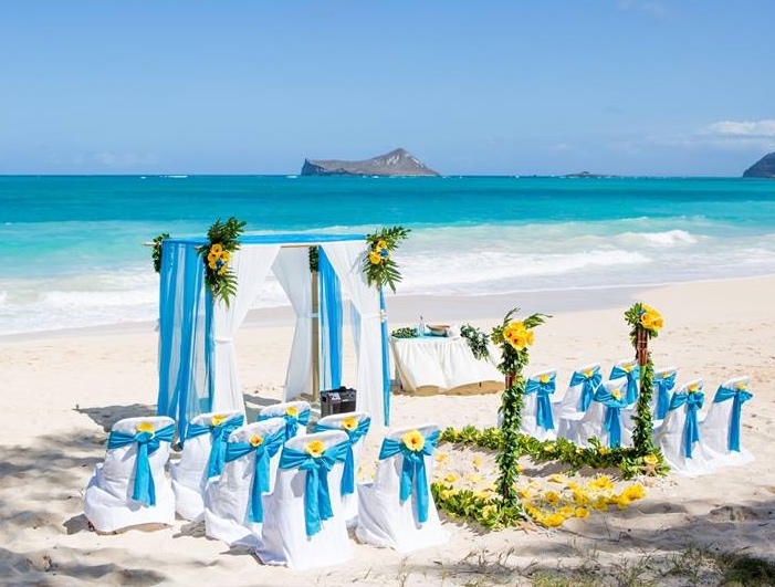 Blue And White Themed Hawaii Beach Wedding