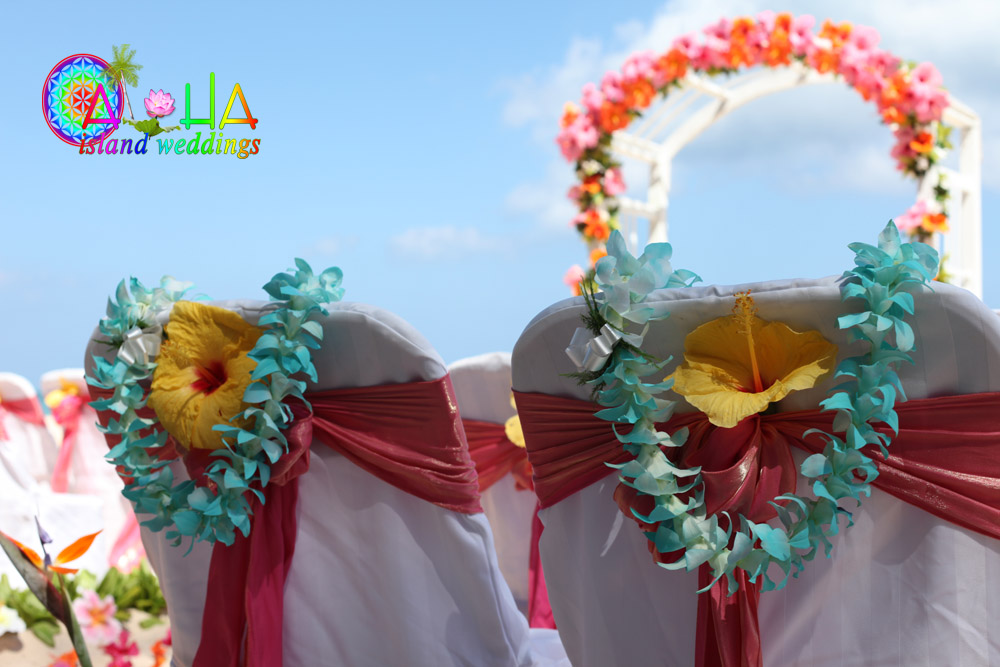 Turquoise painted Hawaiian lei